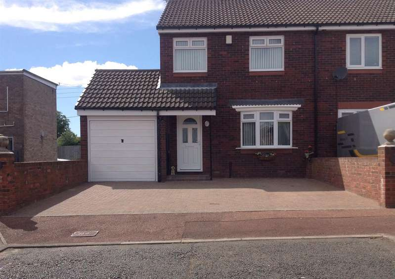 3 Bedrooms Semi Detached House for sale in Wesley Way, Throckley, Newcastle Upon Tyne