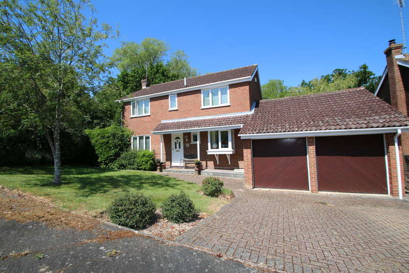 4 Bedrooms Detached House for sale in Rogersmead, Tenterden