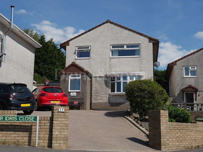 4 Bedrooms Detached House for sale in Cader Idris Close, Risca, Newport. NP11