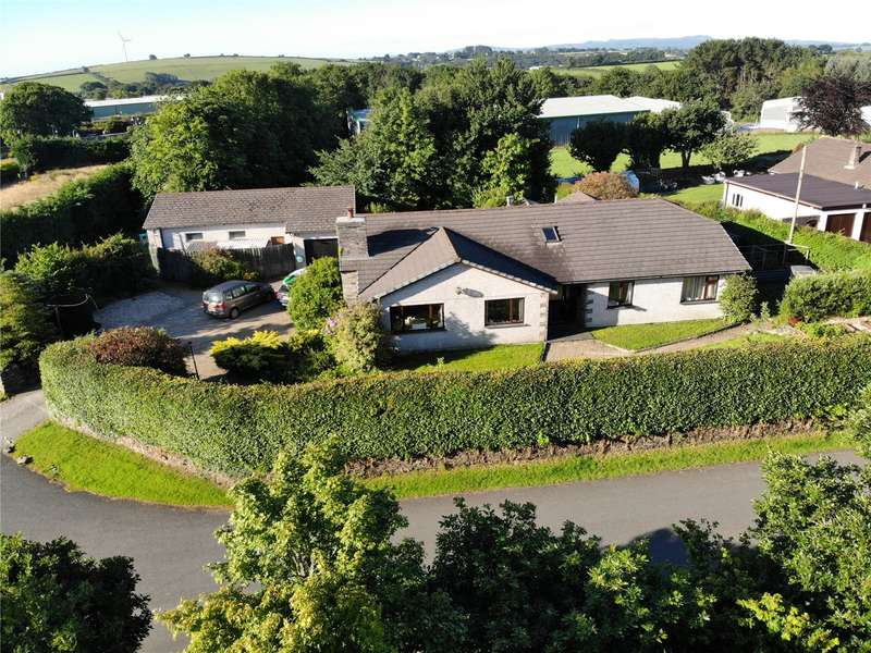4 Bedrooms Bungalow for sale in Tresmarrow, Launceston, Cornwall, PL15