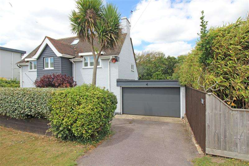 3 Bedrooms Detached House for sale in Whitby Road, Milford on Sea, Lymington, Hampshire, SO41
