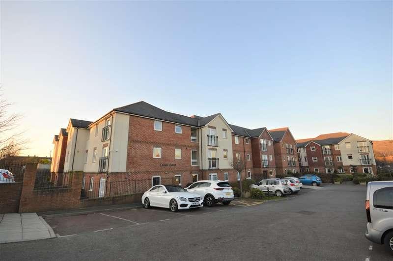 2 Bedrooms Flat for sale in Laurel Court, Stanley Road, Cheriton, Kent