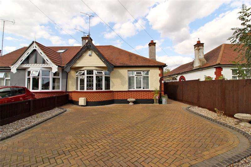 2 Bedrooms Bungalow for sale in Blenheim Chase, Leigh-on-Sea, Essex, SS9