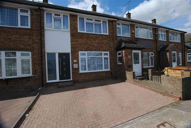 3 Bedrooms House for sale in Springhouse Road, Corringham, Stanford-Le-Hope