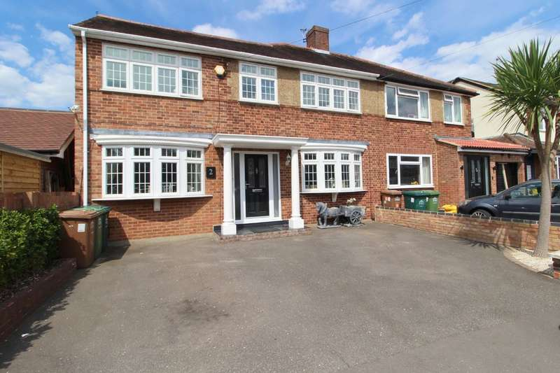 3 Bedrooms Semi Detached House for sale in Gilmore Crescent, Ashford