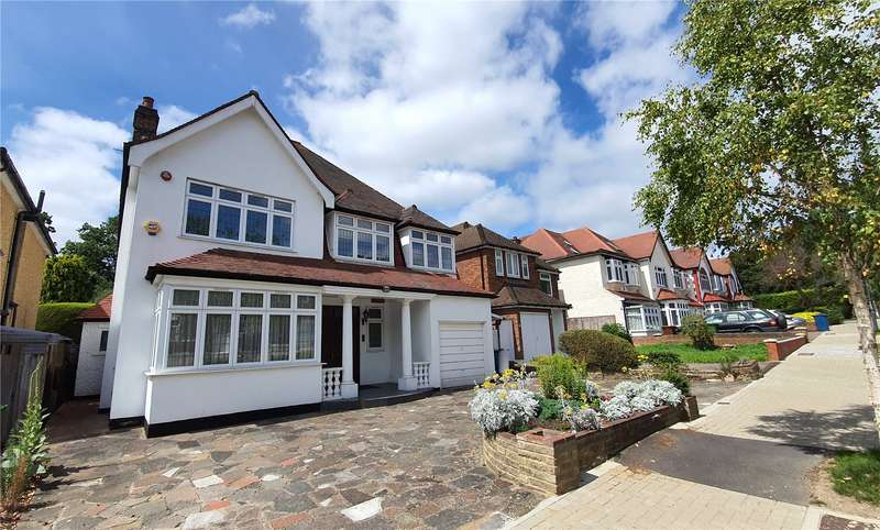 6 Bedrooms Detached House for sale in Lake View, Edgware