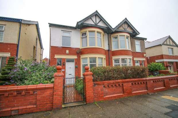 4 Bedrooms Semi Detached House for sale in Argyll Road, Blackpool, FY2