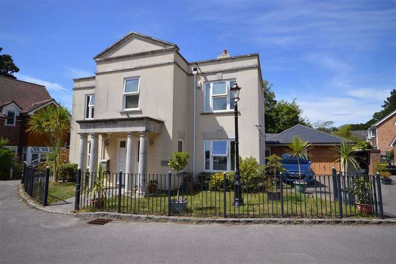 4 Bedrooms Detached House for sale in Hordle