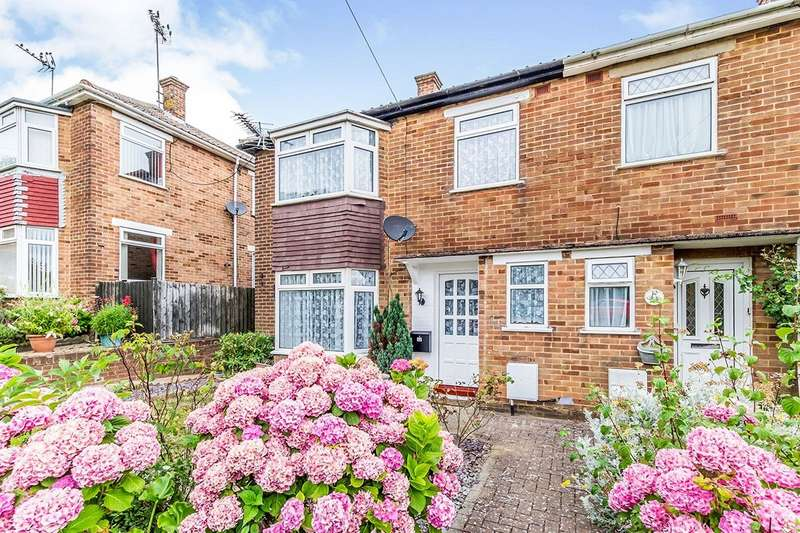 3 Bedrooms Semi Detached House for sale in The Fairway, Rochester, Kent, ME1
