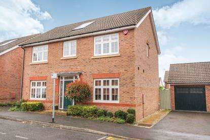 4 Bedrooms Detached House for sale in East Fields Road, Bristol, Somerset