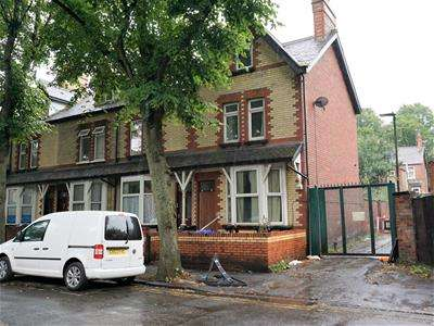 4 Bedrooms End Of Terrace House for sale in Vaughan Avenue, DONCASTER