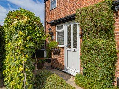 4 Bedrooms End Of Terrace House for sale in Neagle Close, Borehamwood