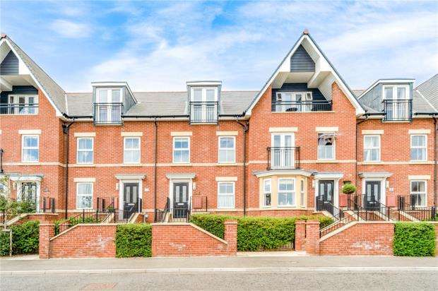 3 Bedrooms Terraced House for sale in Old Fort Road, Felixstowe
