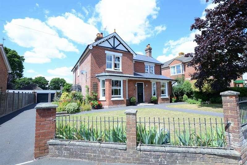 4 Bedrooms Detached House for sale in Manor Road, Verwood
