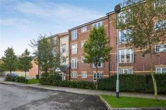 2 Bedrooms Flat for sale in Larch Gradens, Cheethamhill