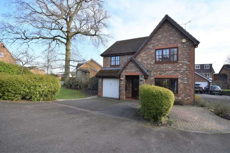 4 Bedrooms Detached House for sale in Sweet Bay Crescent, Ashford