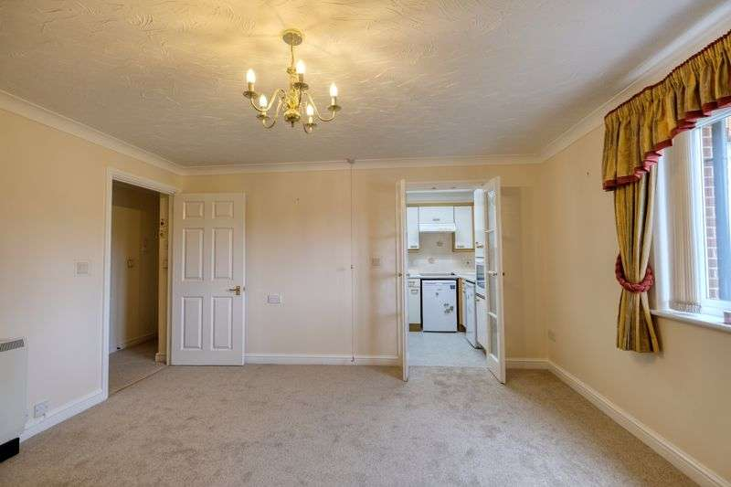 2 Bedrooms Property for sale in Canberra Court, Gosport, PO12 2NY