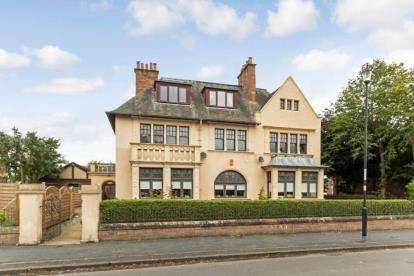4 Bedrooms Flat for sale in Dunbeth Avenue, Coatbridge, North Lanarkshire