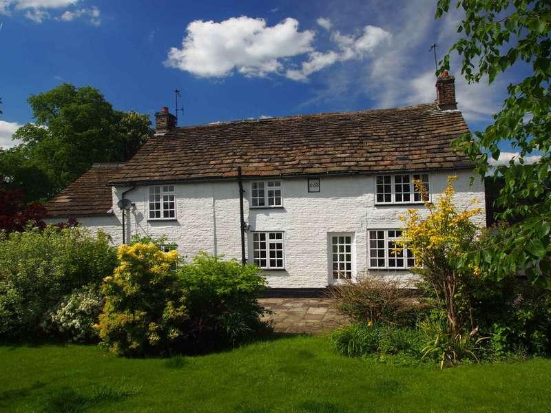 4 Bedrooms Detached House for sale in Oakenbank Lane, Rainow, Macclesfield