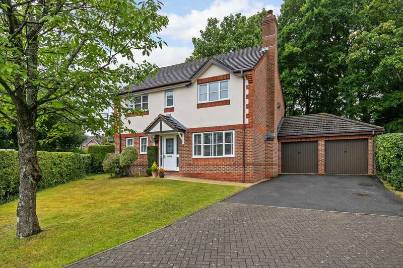 4 Bedrooms Detached House for sale in St. Vigor Way, Colden Common, Winchester, SO21