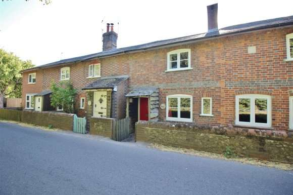 2 Bedrooms Property for sale in Portland Place, North Waltham