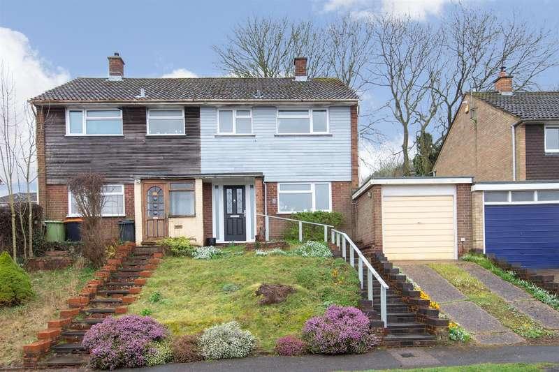 3 Bedrooms Semi Detached House for sale in Derwent Drive, Dunstable, Bedfordshire