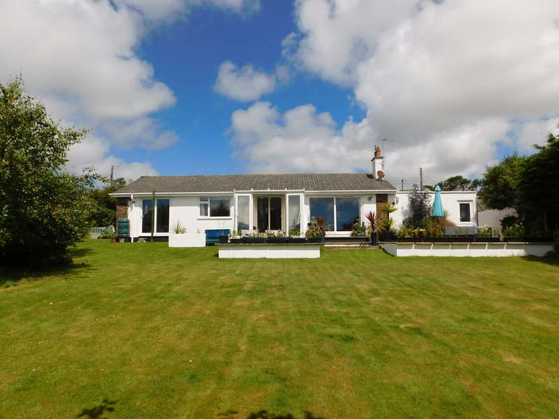 4 Bedrooms Detached Bungalow for sale in Beautiful bungalow set in large landscaped gardens