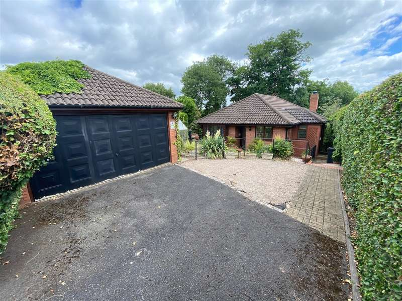 2 Bedrooms Bungalow for sale in High Street, Wollaston, DY8 4NY