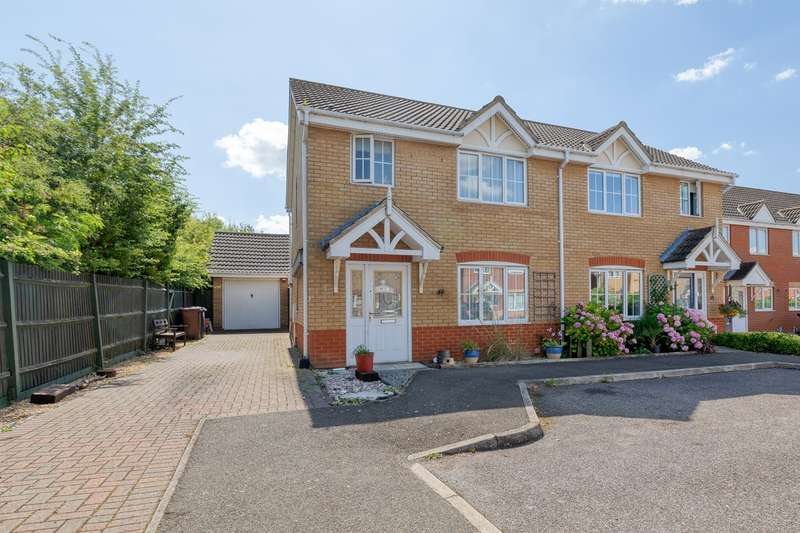 3 Bedrooms Semi Detached House for sale in Redwing Rise, Royston, SG8