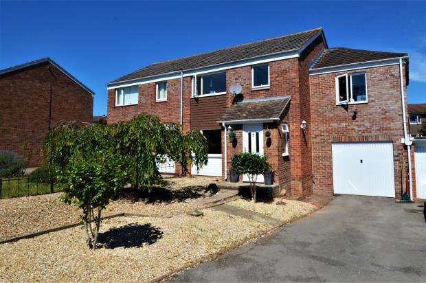 4 Bedrooms Semi Detached House for sale in Broughton Close, Taunton, Somerset