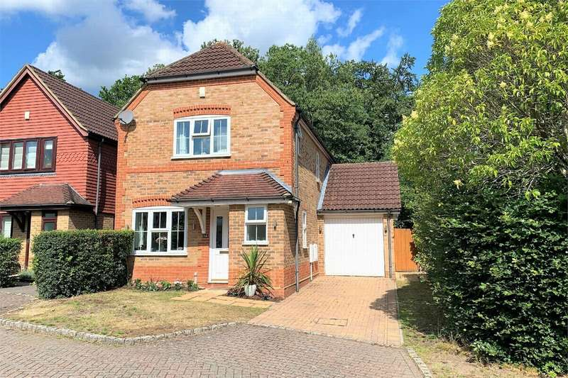 3 Bedrooms Detached House for sale in Heywood Drive, BAGSHOT, Surrey