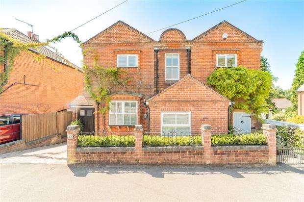 4 Bedrooms Detached House for sale in Victoria Road, Fleet, Hampshire