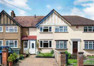 2 Bedrooms Terraced House for sale in Gilders Road, Chessington, Surrey