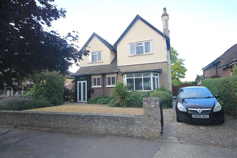 4 Bedrooms Detached House for sale in Southcliff Park, East Clacton
