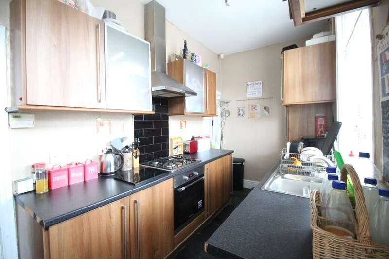 2 Bedrooms Terraced House for rent in St. Peg Lane, Cleckheaton, BD19