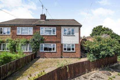 2 Bedrooms Maisonette Flat for sale in Aveley, South Ockendon, Essex