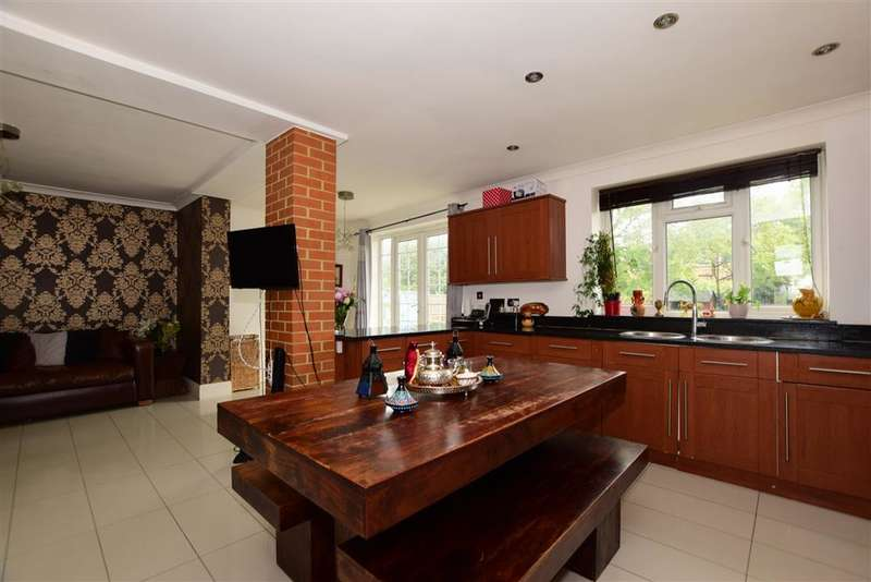 3 Bedrooms Semi Detached House for sale in Dunspring Lane, , Clayhall, Ilford, Essex
