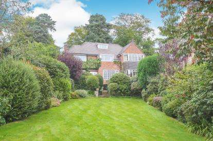 4 Bedrooms Detached House for sale in Castle Hill, Prestbury, Macclesfield, Cheshire
