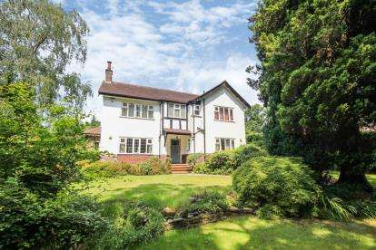 4 Bedrooms Detached House for sale in New Road, Prestbury, Cheshire, Uk