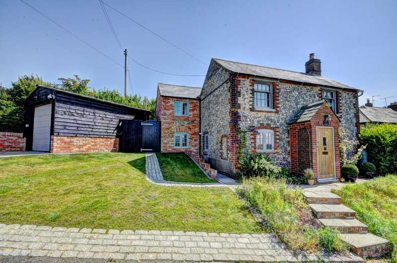 4 Bedrooms Detached House for sale in Loosley Hill, Loosley Row