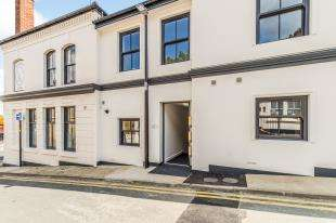 2 Bedrooms Flat for sale in High Street, Rochester, Kent