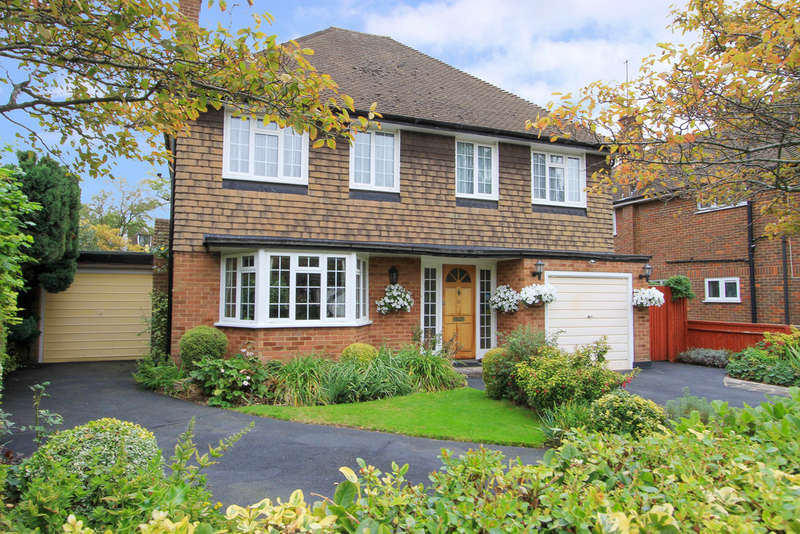 4 Bedrooms Detached House for sale in Eastglade, Pinner