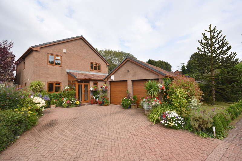 5 Bedrooms Detached House for sale in Lowdales, 1 Meadowview Court, Sully, Penarth, Vale of Glamorgan, CF64 5AY