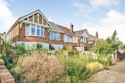 3 Bedrooms Bungalow for sale in Grays, Essex