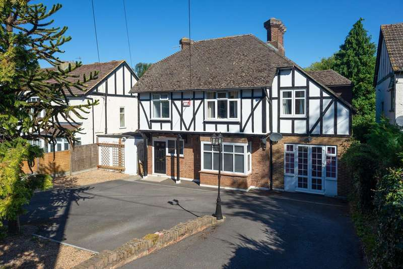 5 Bedrooms Detached House for sale in Ashford Road, Canterbury, CT1