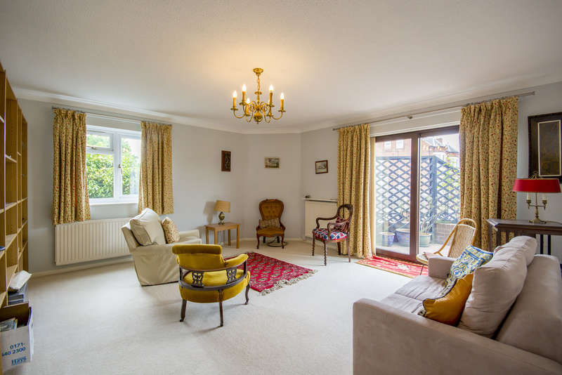 2 Bedrooms Ground Flat for sale in Marlborough Court, West Bridgford, NG2 6BY