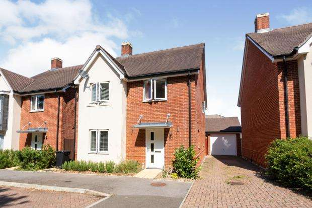 4 Bedrooms Detached House for sale in Brighton Hill, Basingstoke, Hampshire