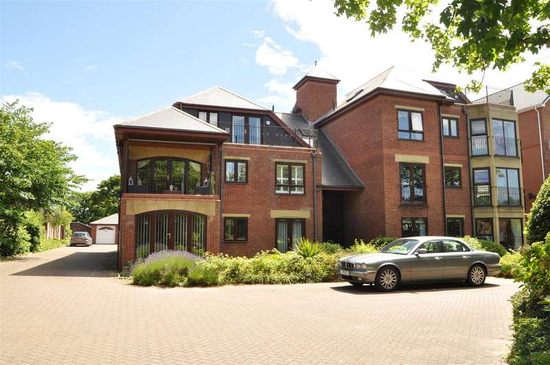 2 Bedrooms Apartment Flat for sale in Blundellsands Court, Blundellsands