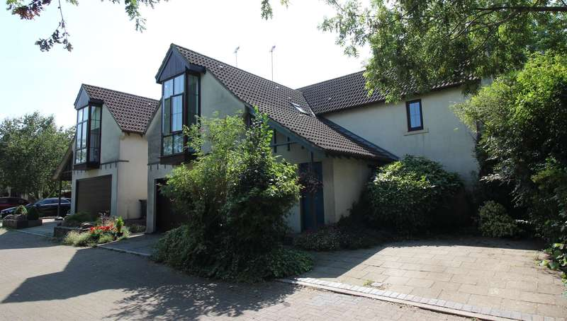 4 Bedrooms Detached House for sale in Knapp Road, Thornbury, Bristol, BS35 2HJ