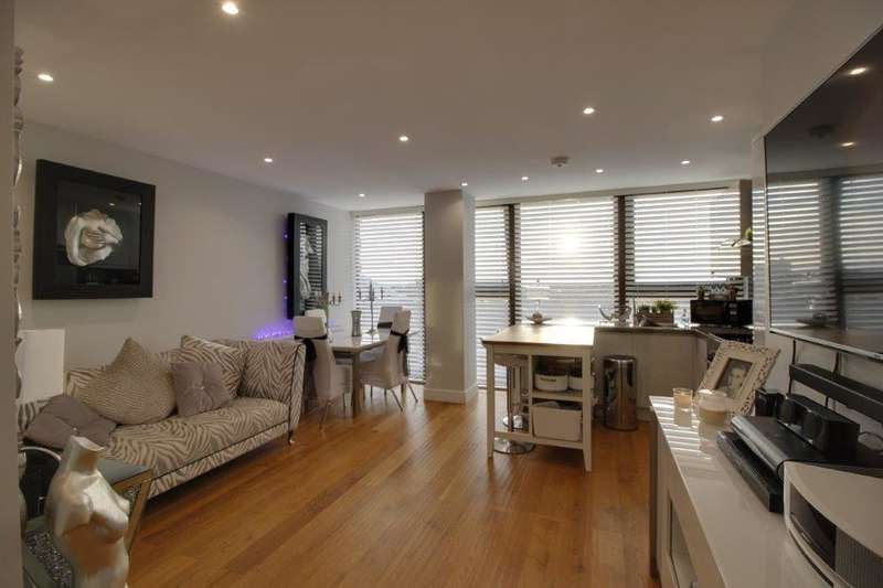 2 Bedrooms Flat for sale in 155-157 High Street, Southend on Sea, SS1 1LL